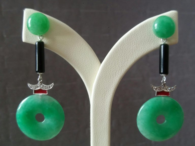 Art Deco Style Jade Donuts Gold Diamonds Black Onix Red Enamel Dangle Earrings In Good Condition For Sale In Bangkok, TH