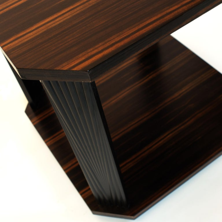 Modernist series Square side table in ebony macassar  In New Condition For Sale In Brooklyn, NY