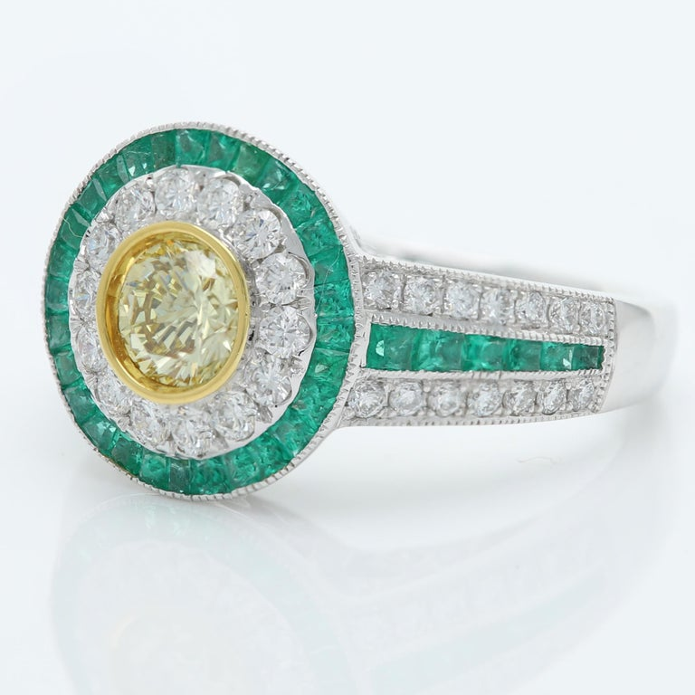 Art Deco Style Ring Emerald and Diamonds 18 Karat White Gold and Yellow Diamond For Sale 5
