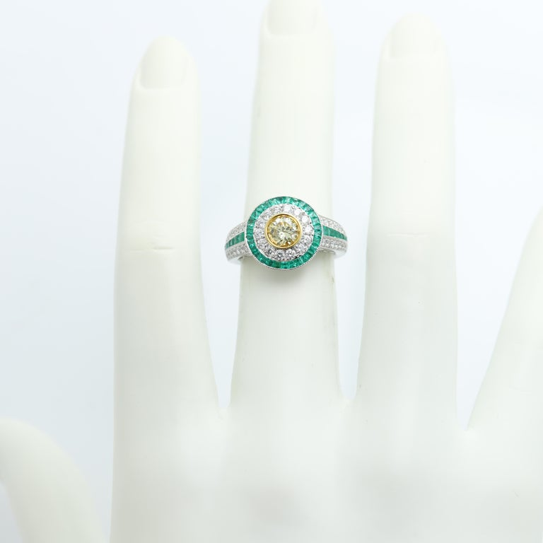 Art Deco Style Ring Emerald and Diamonds 18 Karat White Gold and Yellow Diamond For Sale 2