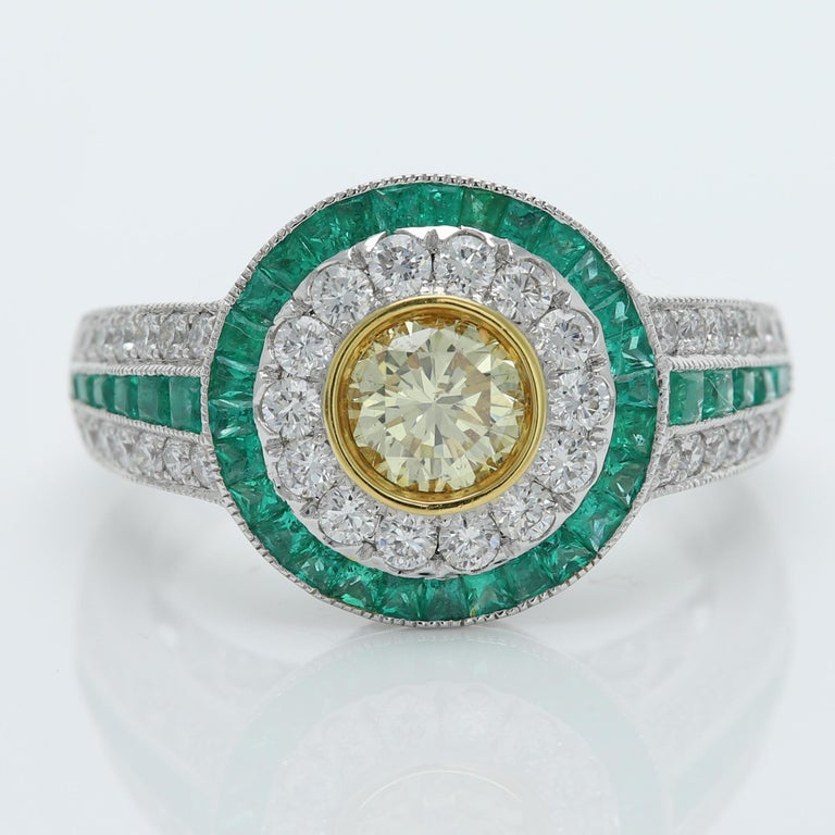 Art Deco Style Ring Emerald and Diamonds 18 Karat White Gold and Yellow Diamond For Sale 3