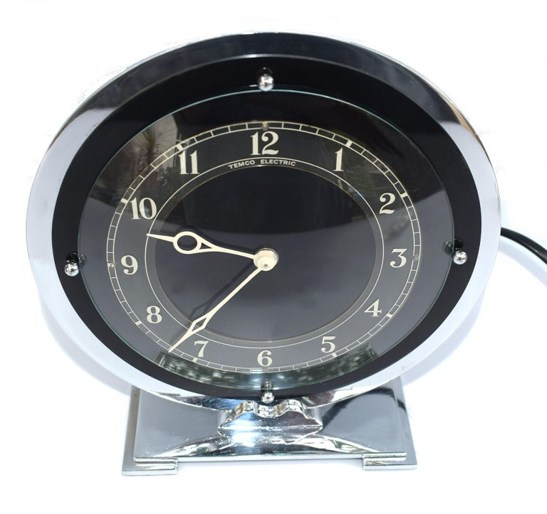 Art Deco modernist clock by Temco an English company. This clock has been fully serviced and works perfectly, it runs on 200/250volt Mains Electric so there's no winding up to do. Ideal for office perhaps or man caves? Condition is excellent. The