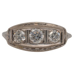 Art Deco Three-Stone Diamond Engagement Ring in 18 Karat Gold, circa 1920s