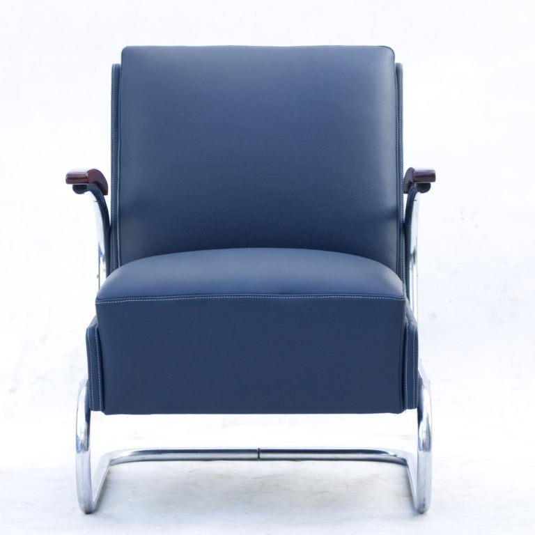 Armchair model Fn 24 by Mücke & Melder, circa 1930s Bauhaus period. New blue natural cow leather upholstery. Nickel-plated tubular steel construction is in a good original condition. 3 pcs available. Price for 1 piece.