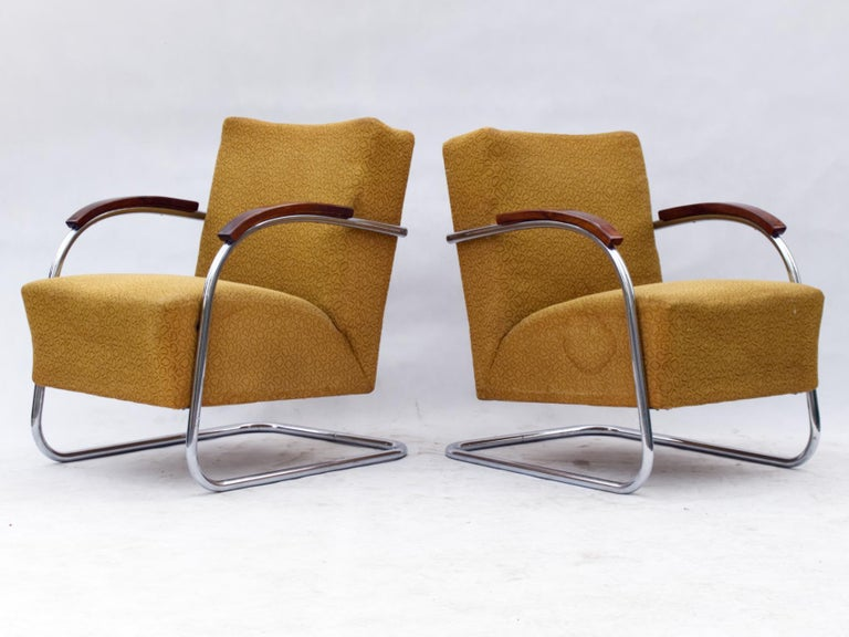 These Bauhaus armchair were produced in the 1930s by Mücke & Melder Czechoslovakia. Upholstery and nickel-plated tubular steel construction in good original condition.