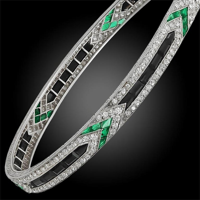 Art Deco Van Cleef & Arpels Diamond Emerald Onyx Bangle In Good Condition For Sale In New York, NY