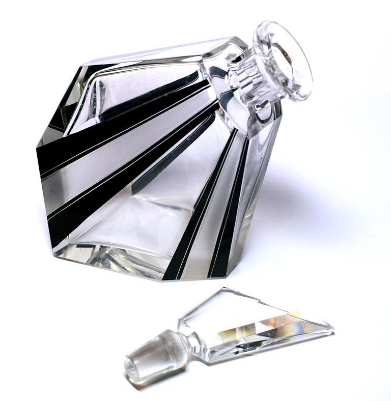 Art Deco Wacky Shaped Glass Decanter In Excellent Condition For Sale In Devon, England