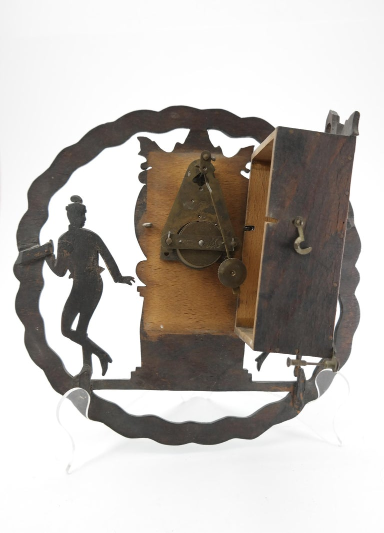 Art Deco Wall Clock with Pierced Wooden Ornament, Karlstein M & Sohn Clockwork For Sale 1