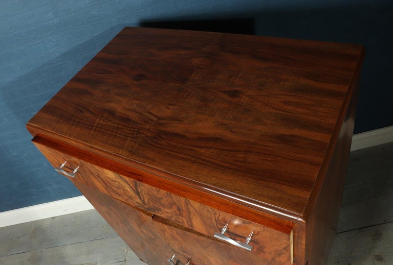 Art Deco Walnut Cabinet, circa 1930 For Sale 5
