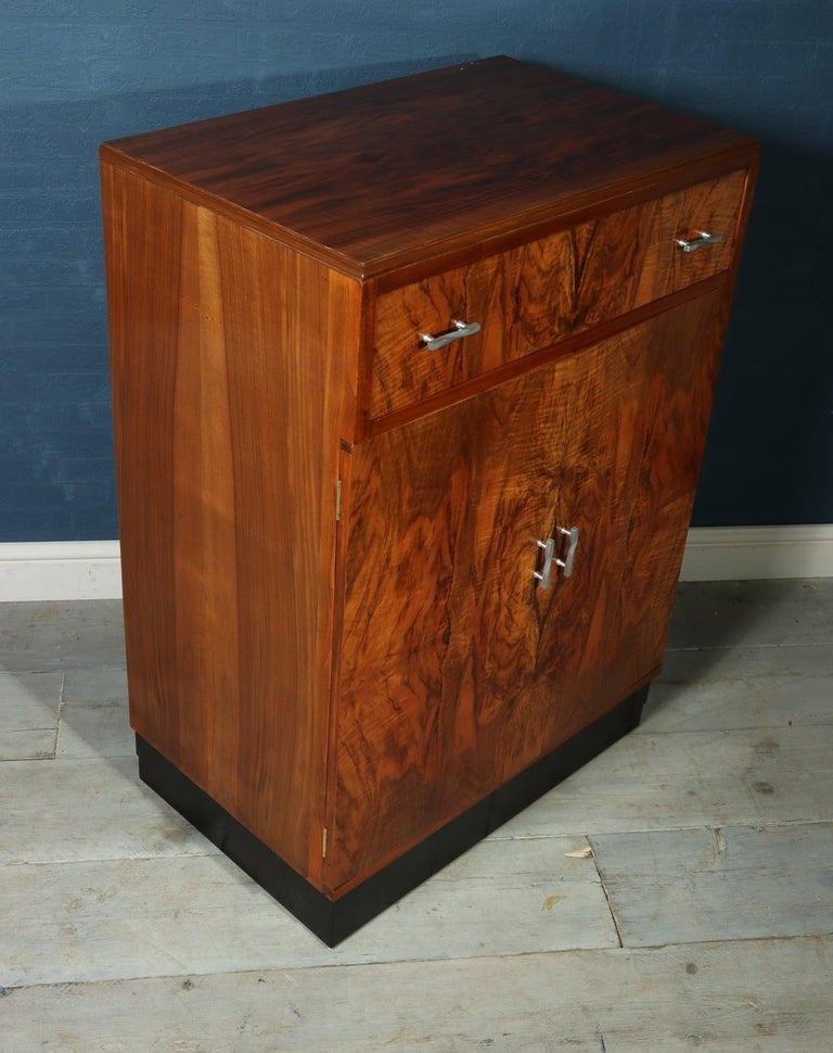 Art Deco Walnut Cabinet, circa 1930 For Sale 1