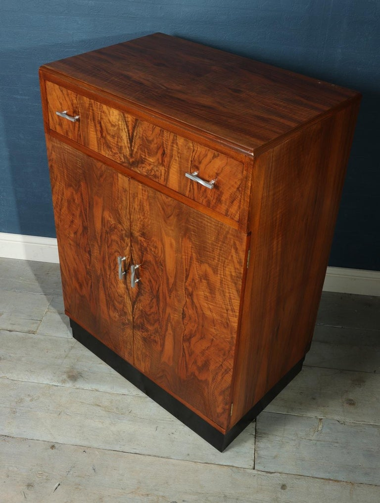 Art Deco Walnut Cabinet, circa 1930 For Sale 2