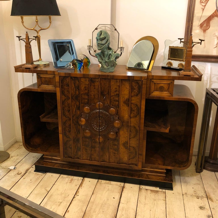 A superb example of Art Deco Italian furniture. Stylish sideboard in very good original conditions, all parts are in solid wood covered with walnut root.