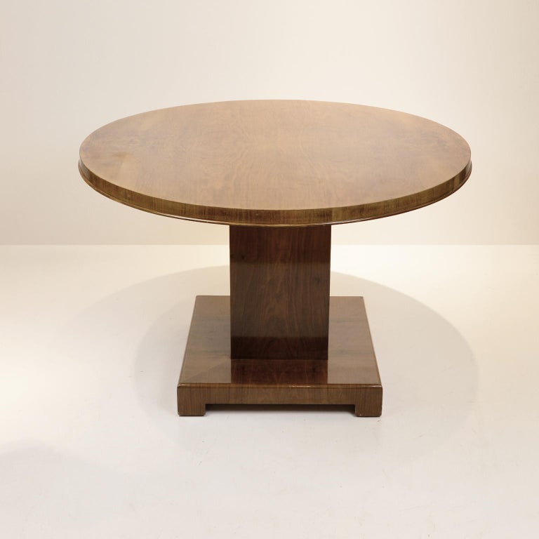 Art Deco Walnut Round Dining Table, Germany, circa 1930 In Good Condition For Sale In Berlin, DE