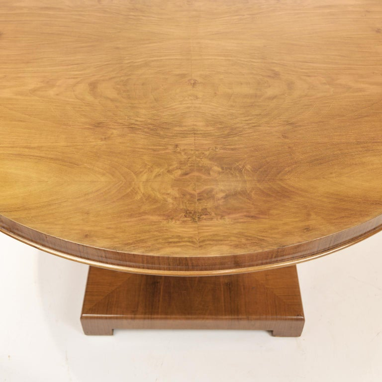 Art Deco Walnut Round Dining Table, Germany, circa 1930 For Sale 1