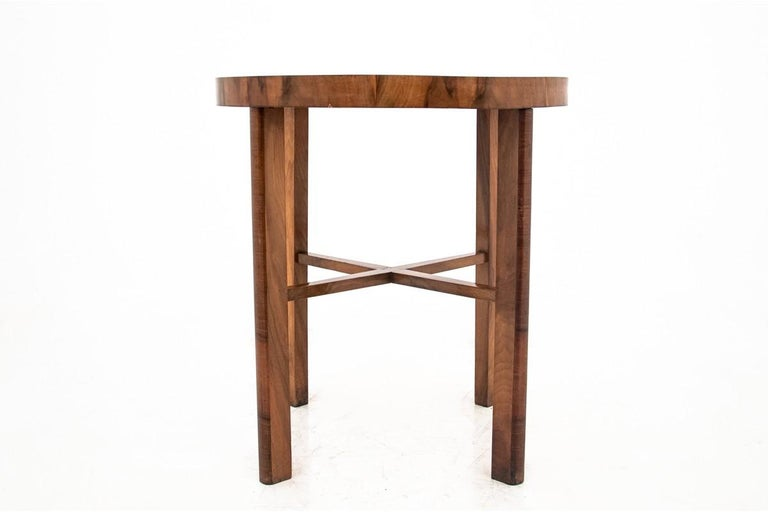 Art Deco Walnut Side Coffee Table In Good Condition For Sale In Chorzów, PL