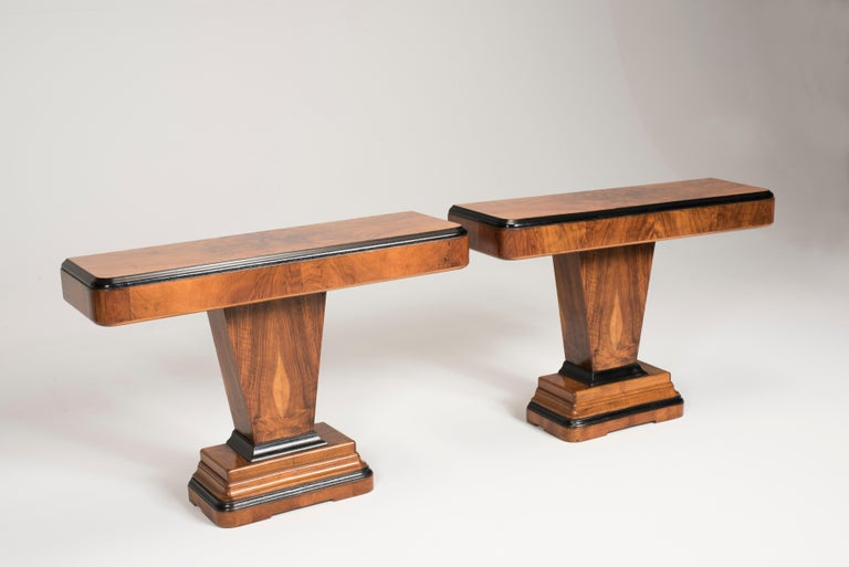 Art Deco walnut wood table console, from Italy, from 1930s period. ONLY ONE AVAILABLE. Composed with a geometrical shape it presents a top with semi rounded edges and black details. The central leg which is a parallelepiped it is made to show the