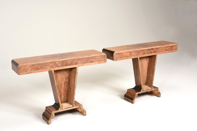 Art Deco Walnut Wood and Black Ebonized Lacquered Details Table Console For Sale 1