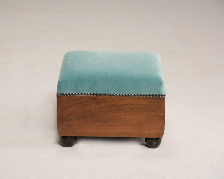 Art Deco Walnut Wood Armchairs and Ottomans in Light Green Velvet For Sale 14