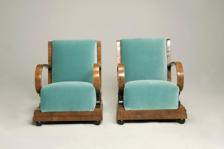 Art Deco Walnut Wood Armchairs and Ottomans in Light Green Velvet In Good Condition For Sale In Milano, IT