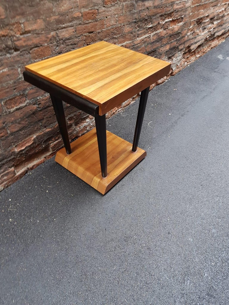 Art Deco Walnut Wood Black Ebonized Legs Squared Side or Coffee Table In Good Condition For Sale In Milano, IT