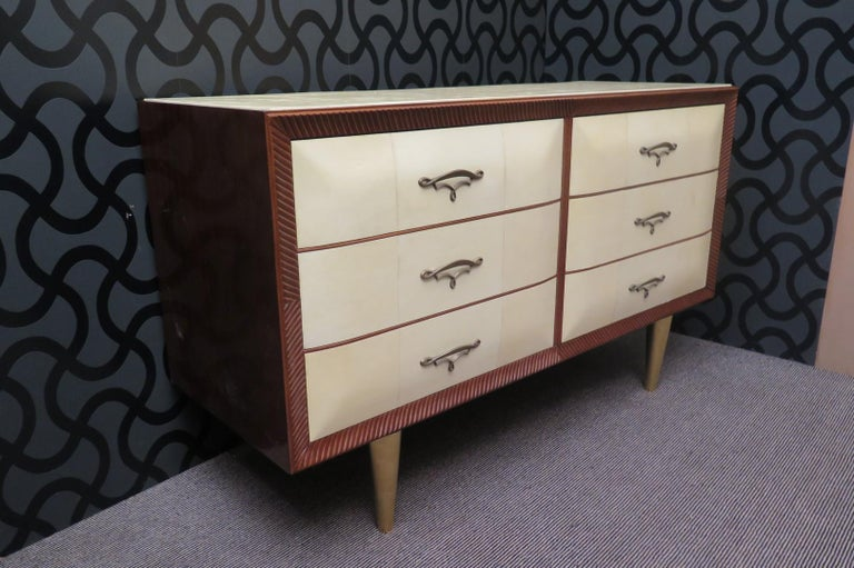 Art Deco Walnut Wood GoatSkin and Brass Italian Chest of Drawers, 1940 For Sale 10