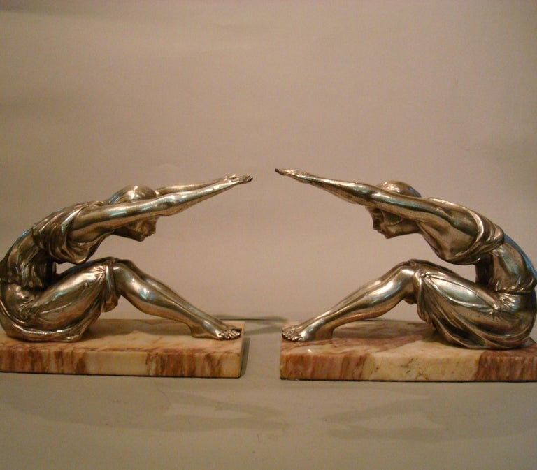 Art Deco female figure - Sculpture bookends, France, 1920s. Pair of female bookends in silver plated finish, great pose in the Art Deco style, made in France.