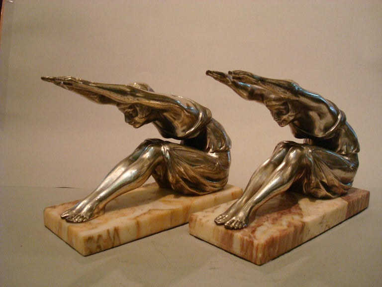 Art Deco Woman Sculpture Bookends, France, 1920s In Good Condition For Sale In Buenos Aires, Olivos