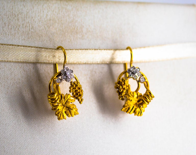 Art Nouveau 0.18 Carat White Diamond Yellow Gold Flower Lever Back Earrings In New Condition For Sale In Naples, IT