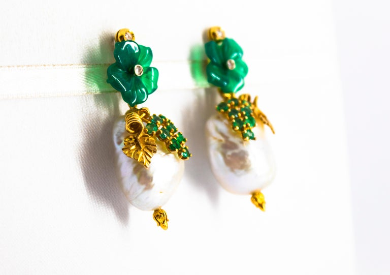 Art Nouveau 1.02 Carat White Diamond Emerald Agate Yellow Gold Flowers Earrings In New Condition For Sale In Naples, IT