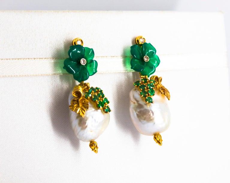 Women's or Men's Art Nouveau 1.02 Carat White Diamond Emerald Agate Yellow Gold Flowers Earrings For Sale