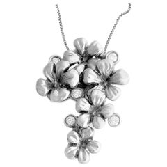 Art Nouveau 18 Karat White Gold Blossom Pendant Necklace