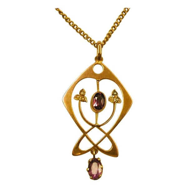Art Nouveau 9ct Gold Pendant and Chain Set with Amethyst and Pearls, circa 1905