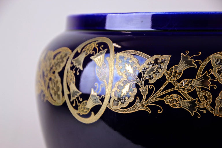 Very decorative Art Nouveau cachepot by Sarreguemines France, circa 1915. The marvellous floral design shows beautiful tendrils and flowers hand-painted with gold color. In combination with the dark cobalt blue color a lovely contrast.