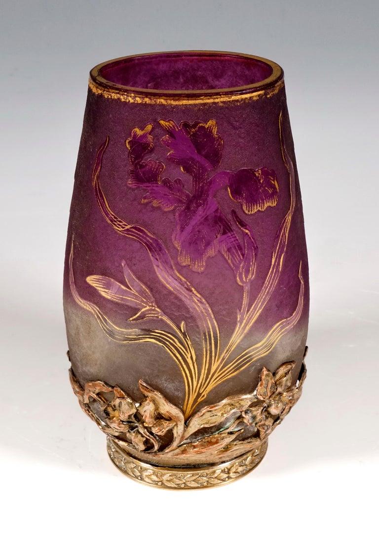 French Art Nouveau Cameo Vase with Iris Decor & Mounting Daum Nancy, France, circa 1900 For Sale
