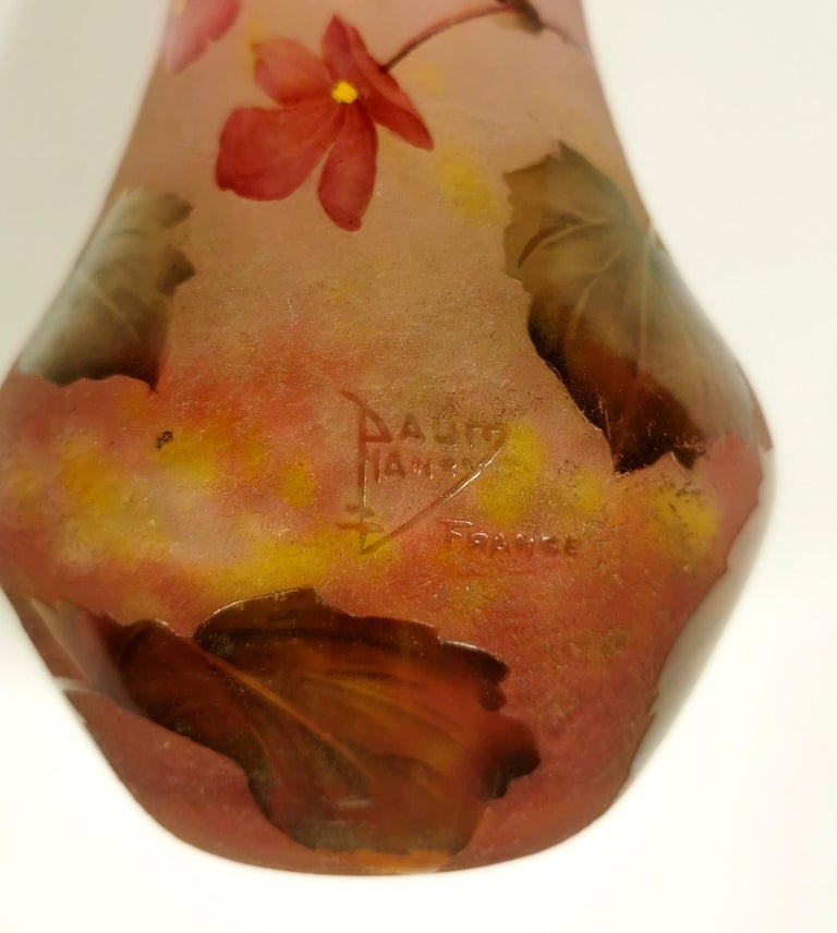 Early 20th Century Art Nouveau Cameo Vase with Rose Colored Flowers, Daum Nancy, France, 1910/15 For Sale