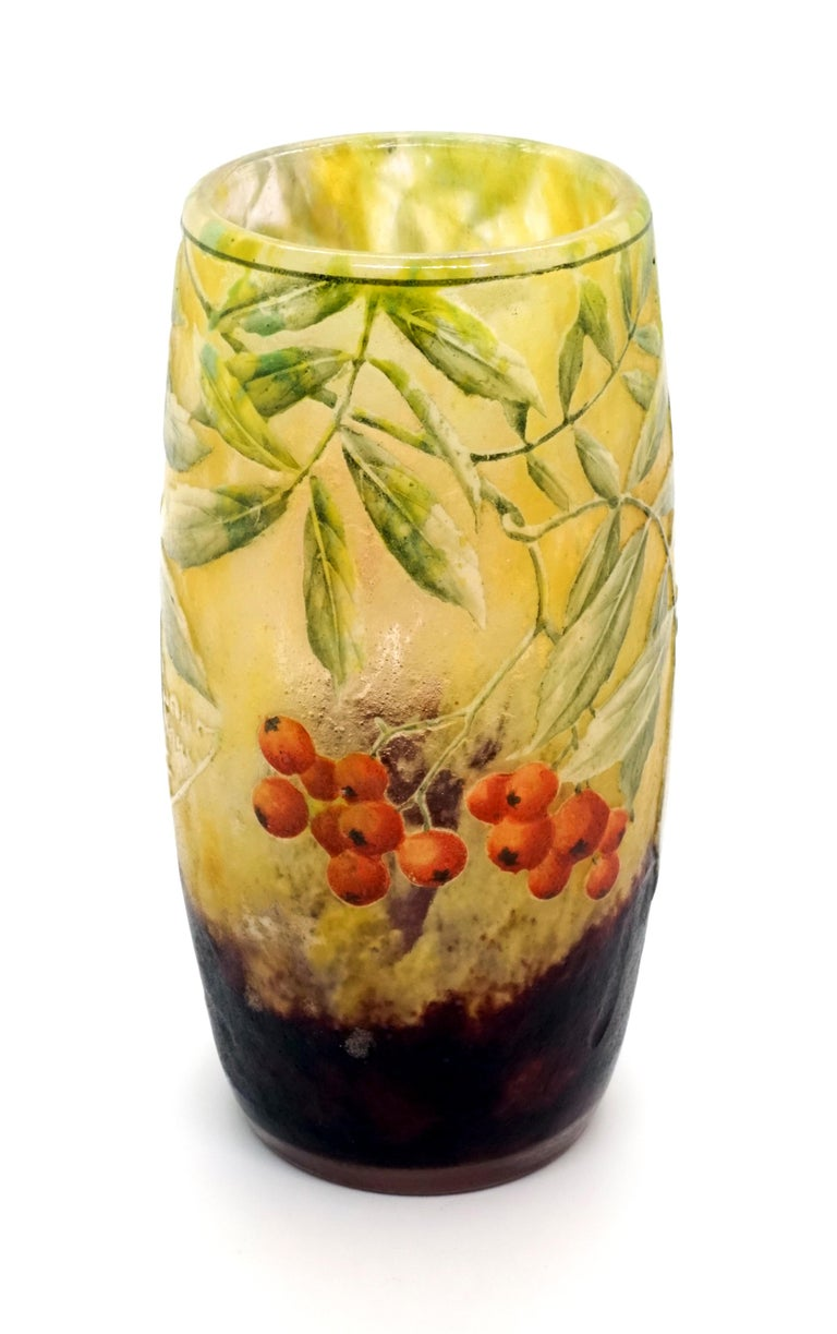 Art Nouveau Cameo Vase with Sea Buckthorn Decor, Daum Nancy, France, 1900-1905 In Good Condition For Sale In Vienna, AT