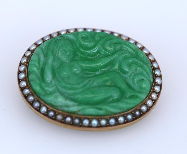 Art Nouveau Carved Jade Natural Pearls Erotic Russian Brooch, 1900 In Fair Condition For Sale In Herzelia, IL