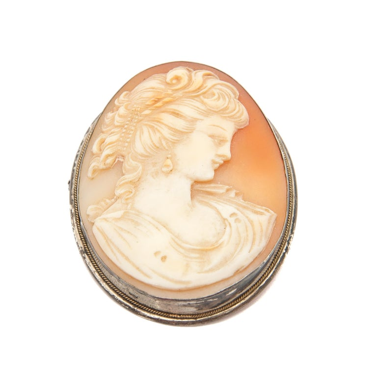Women's Shell Cameo Silver Oval Pendant Brooch For Sale