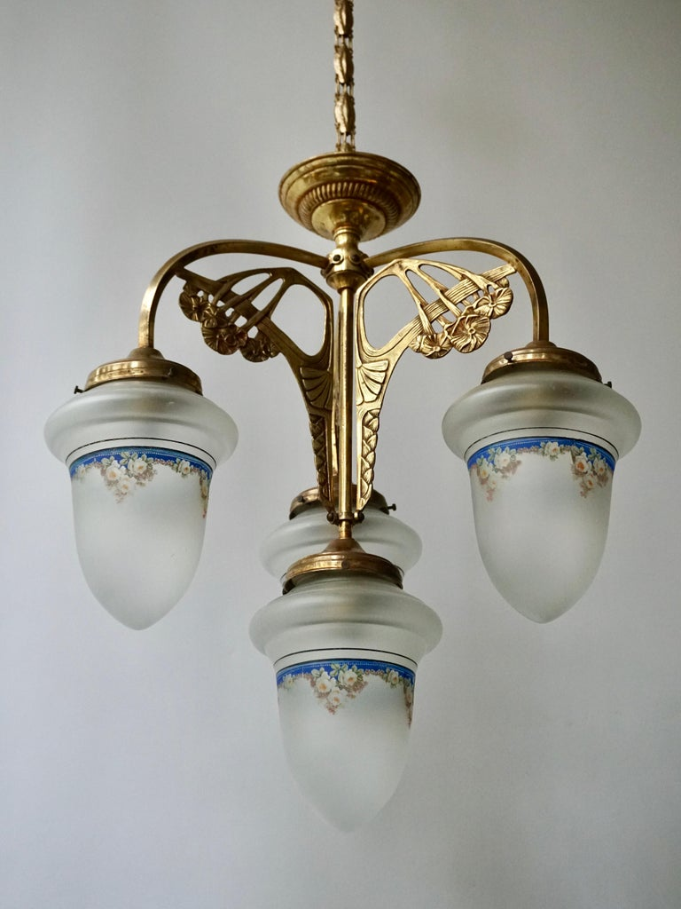 20th Century Art Nouveau Chandelier in Painted Glass and Brass For Sale