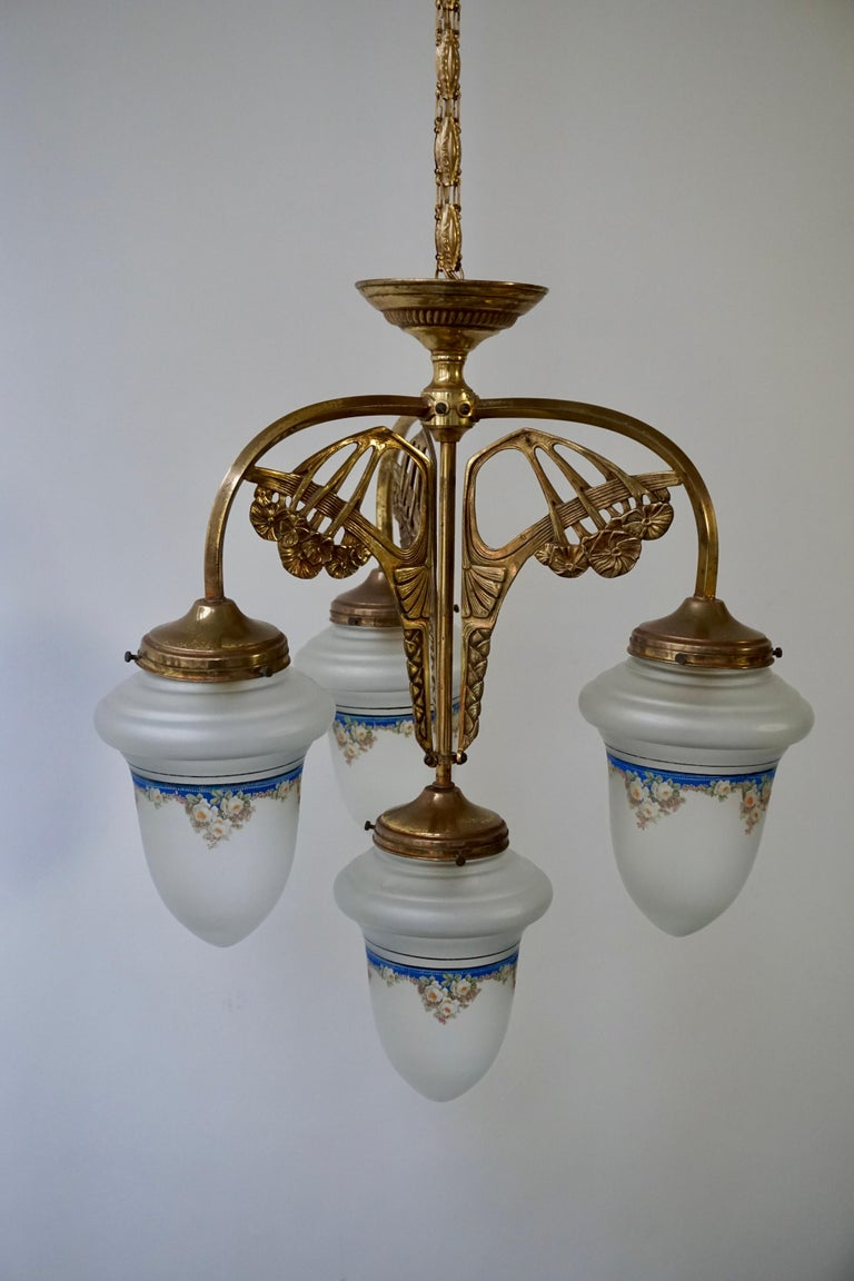 Art Nouveau Chandelier in Painted Glass and Brass For Sale 3