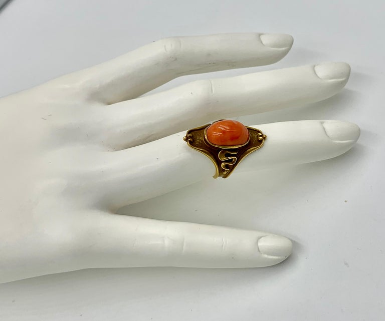Art Nouveau Coral Ring 14 Karat Gold Salmon Coral Cabochon, circa 1900 In Good Condition For Sale In New York, NY