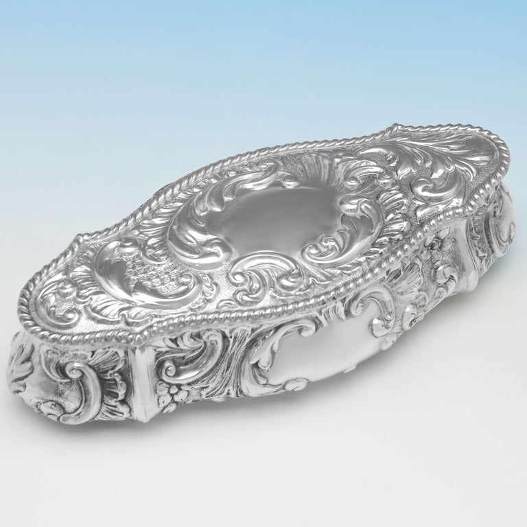 Art Nouveau Edwardian Antique Sterling Silver Trinket Box from Chester, 1904 In Good Condition In London, London