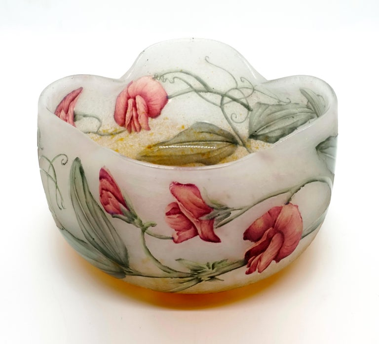 Art Nouveau Flower Bowl with Sweet Pea Decor, Daum Nancy, France, 1900-1905 In Good Condition For Sale In Vienna, AT