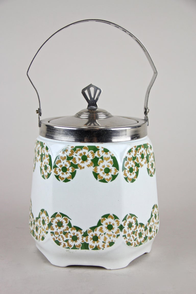 Art Nouveau Lidded Ceramic Jar, Austria, circa 1915 In Good Condition For Sale In Lichtenberg, AT