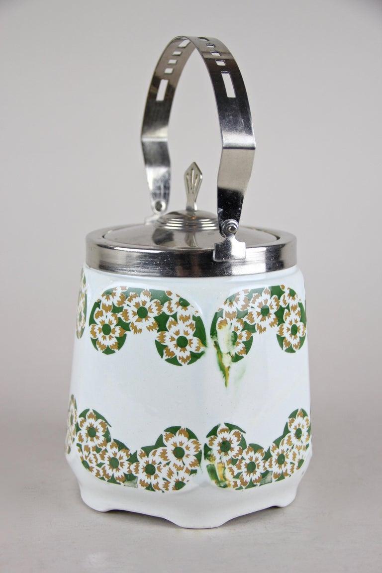 20th Century Art Nouveau Lidded Ceramic Jar, Austria, circa 1915 For Sale