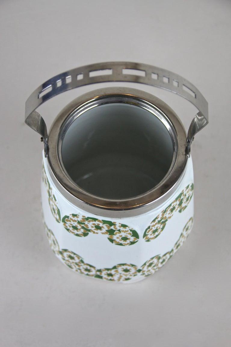 Art Nouveau Lidded Ceramic Jar, Austria, circa 1915 For Sale 3