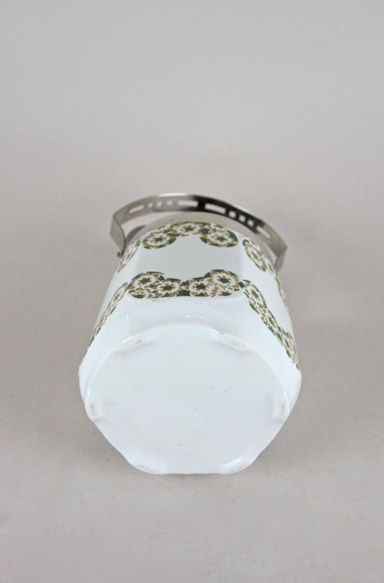 Art Nouveau Lidded Ceramic Jar, Austria, circa 1915 For Sale 4