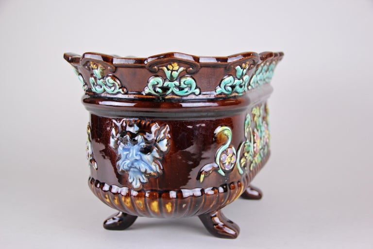 Art Nouveau Majolica Jardinière/ Cachepot Hand Painted, France, circa 1915 In Good Condition For Sale In Lichtenberg, AT