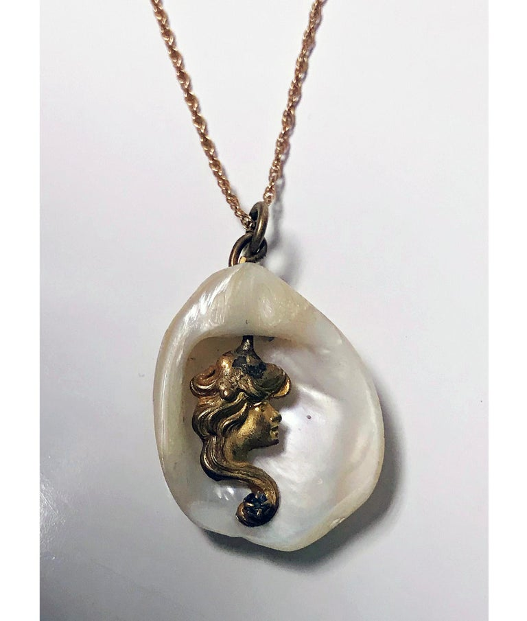 Art Nouveau Mermaid Lady Pendant In Good Condition For Sale In Toronto, ON