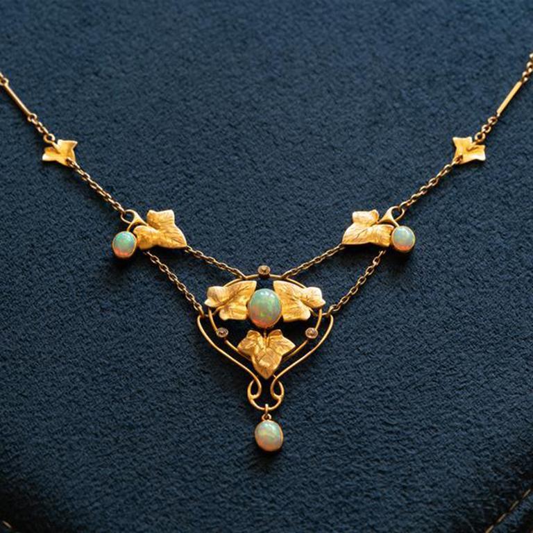 Women's or Men's Art Nouveau Murrle Bennet 15K Yellow Gold and Australian Opal Necklace C.1910 For Sale
